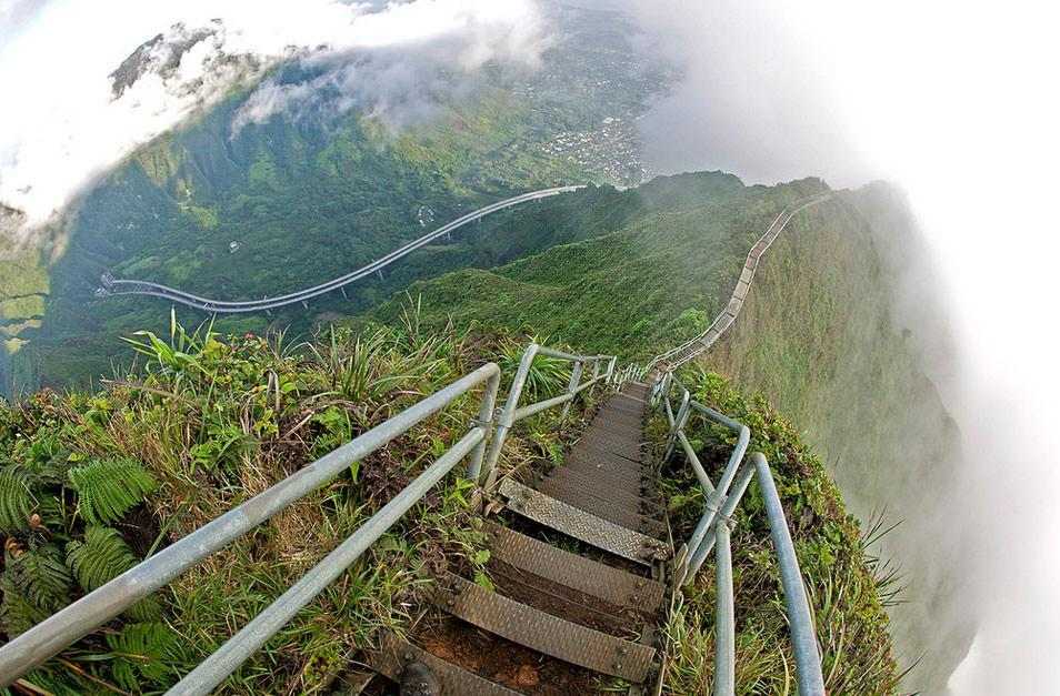 راه پله بهشت، یکی از جاذبه های ممنوعه در هاوایی