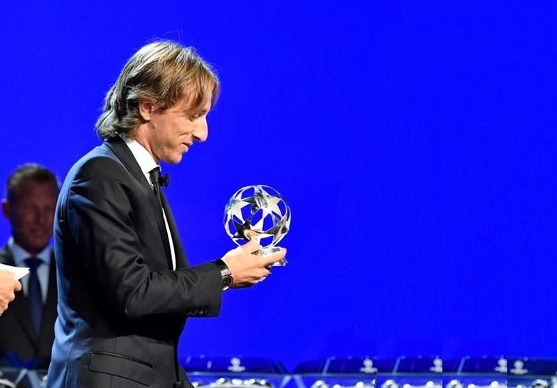جایزه بهترین هافبک فصل گذشته لیگ قهرمانان به مودریچ رسید، رونالدو بهترین مهاجم شد
