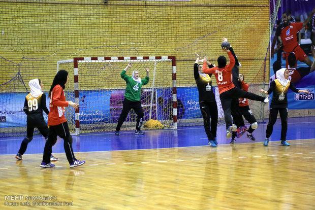 بانوان هندبالیست مریوانی مقام سوم لیگ دسته یک کشور را کسب کردند