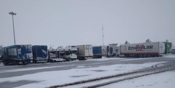 توقف مجدد کامیون های تاجیکستان پشت مرزهای ترکمنستان