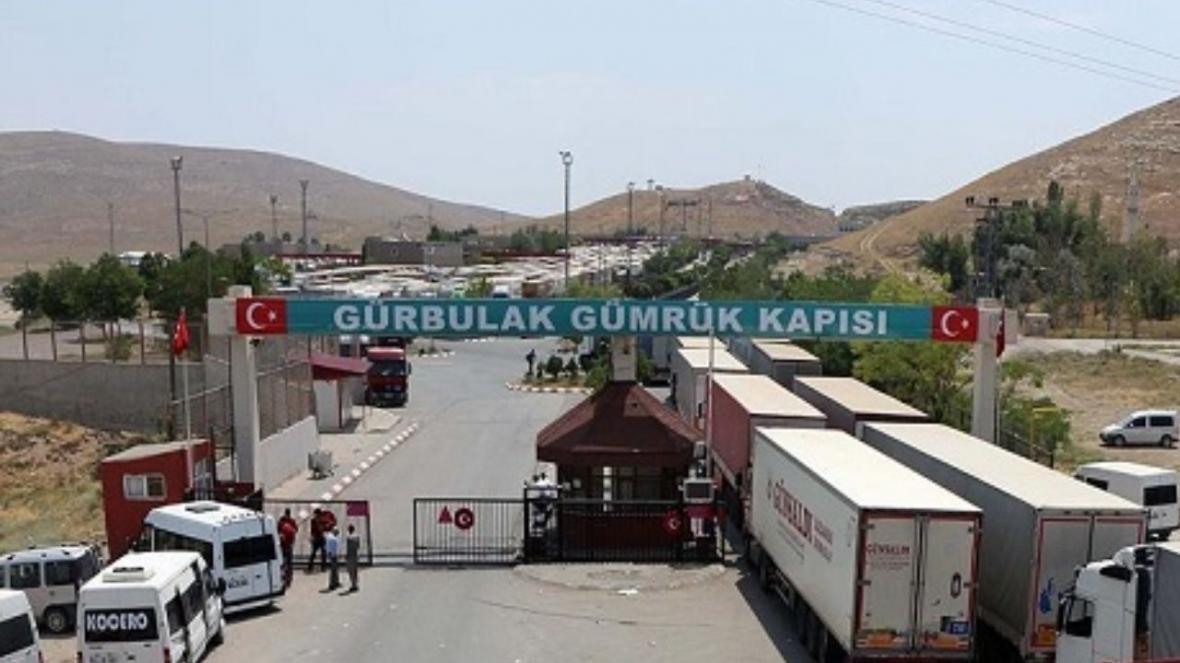 خبرنگاران روزانه 100 کامیون مرز بازرگان به پلدشت منتقل می گردد