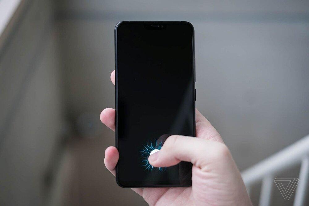 قرارگیری سنسور اثر انگشت درون صفحه نمایش در آیفون 2021