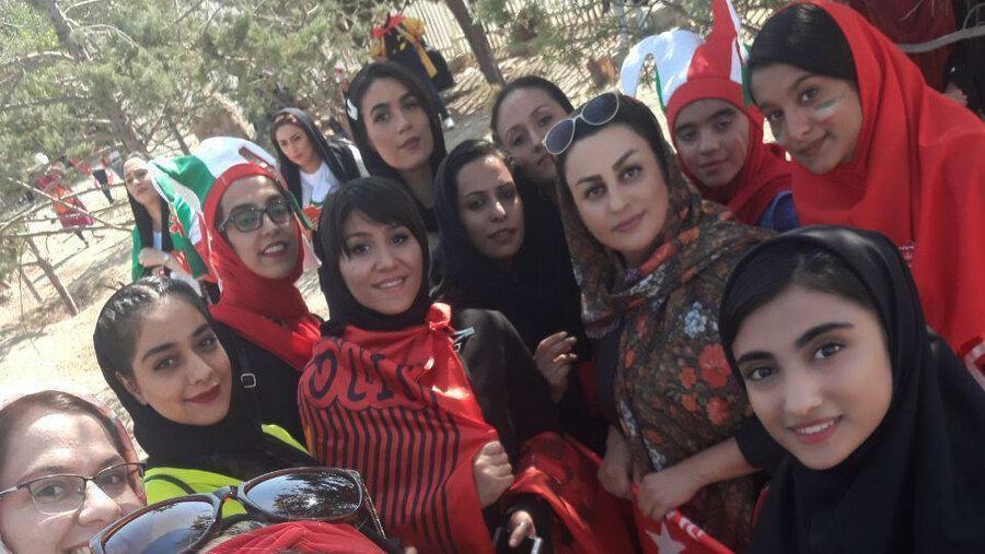 بانوان ایرانی بالاخره به آزادی رسیدند ، روز تاریخی فوتبال ایران؛ اولین تصویر ورود زنان به ورزشگاه