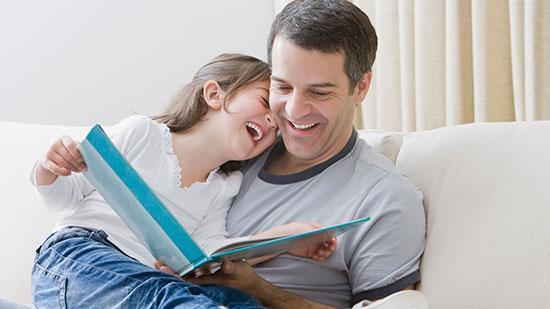 10 دلیل؛ چرا باید برای بچه ها کتاب بخوانیم؟