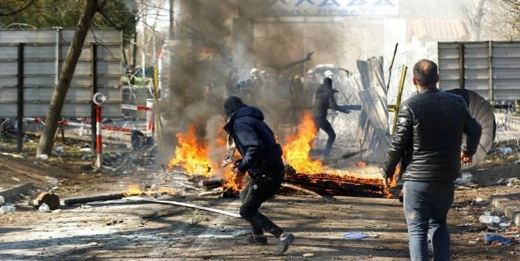تصاویر، پلیس یونان با مهاجران در مرز ترکیه درگیر شد