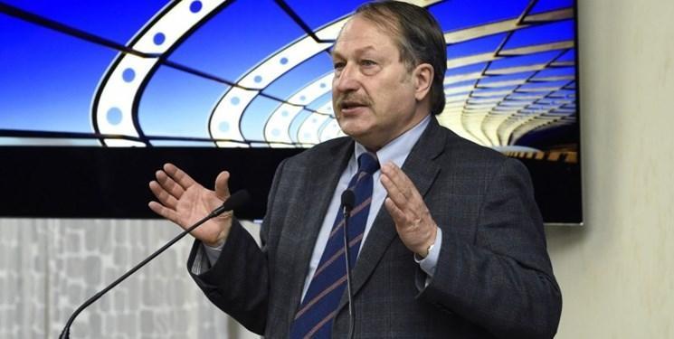 اندیشمند روس: اگر آمریکا توانسته باشد کرونا را به ووهان منتقل کند، می تواند آغاز جنگ بیولوژیک باشد