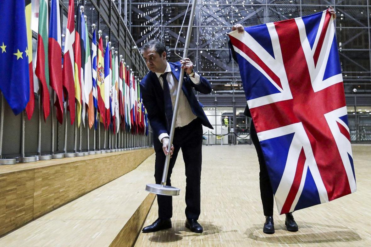 خبرنگاران آیا اتحادیه اروپا به فروپاشی نزدیک می گردد؟