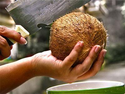 آموزش ساده ترین راه باز کردن میوه نارگیل